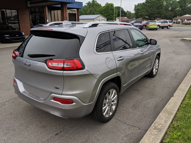 Pre-Owned 2017 Jeep Cherokee Overland FWD