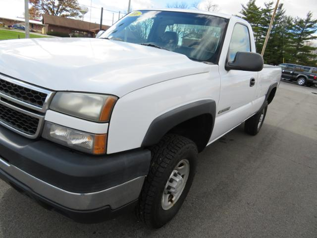 Pre-Owned 2006 Chevrolet Silverado 2500HD Reg Cab 133 WB 2WD Work Truck